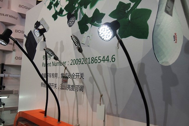 展台上LED灯光样品陈列